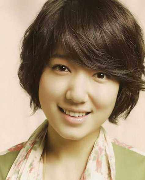 时尚气质女王的宋慧乔短发发型,内扣的发尾设计,更是把她精美的红唇图片