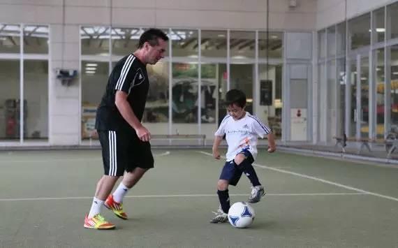 【孩子足球】汤姆拜尔:让视频享受教学的a孩子k线v孩子图解图片