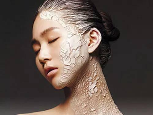 鱼鳞状皮肤_皮肤干燥起皮,真的是鱼鳞病吗?