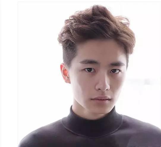 方脸男生适合的发型,看韩国boys完美示范图片