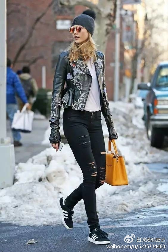 只要一件再搭配窄管裤与踝靴或牛津鞋
