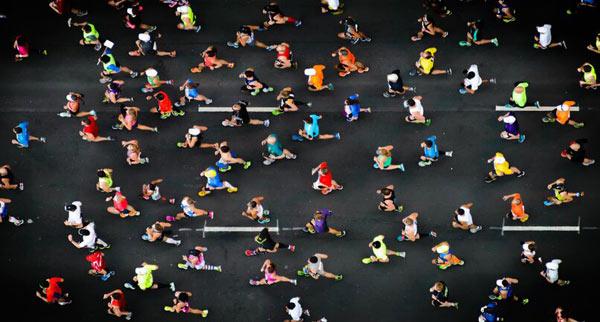 男子全程马拉松破3小时 连续四个时间创造纪录