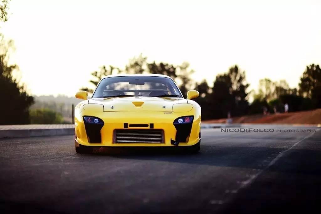 【跑车世界】黄色经典转子马自达RX-7,它是你的情怀吗?