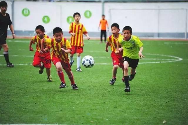 """校园足球:足球纳入中考和高考!为了校园足球,教育部这次""""玩""""真的!"""