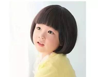 不再是呆板的蘑菇短发, 这款发型适合圆圆脸的小朋友, 齐刘海,遮耳的图片