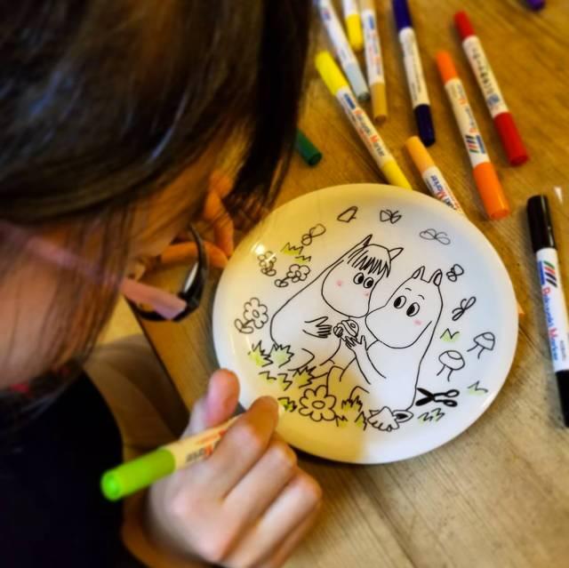 用什么在盘子上画画