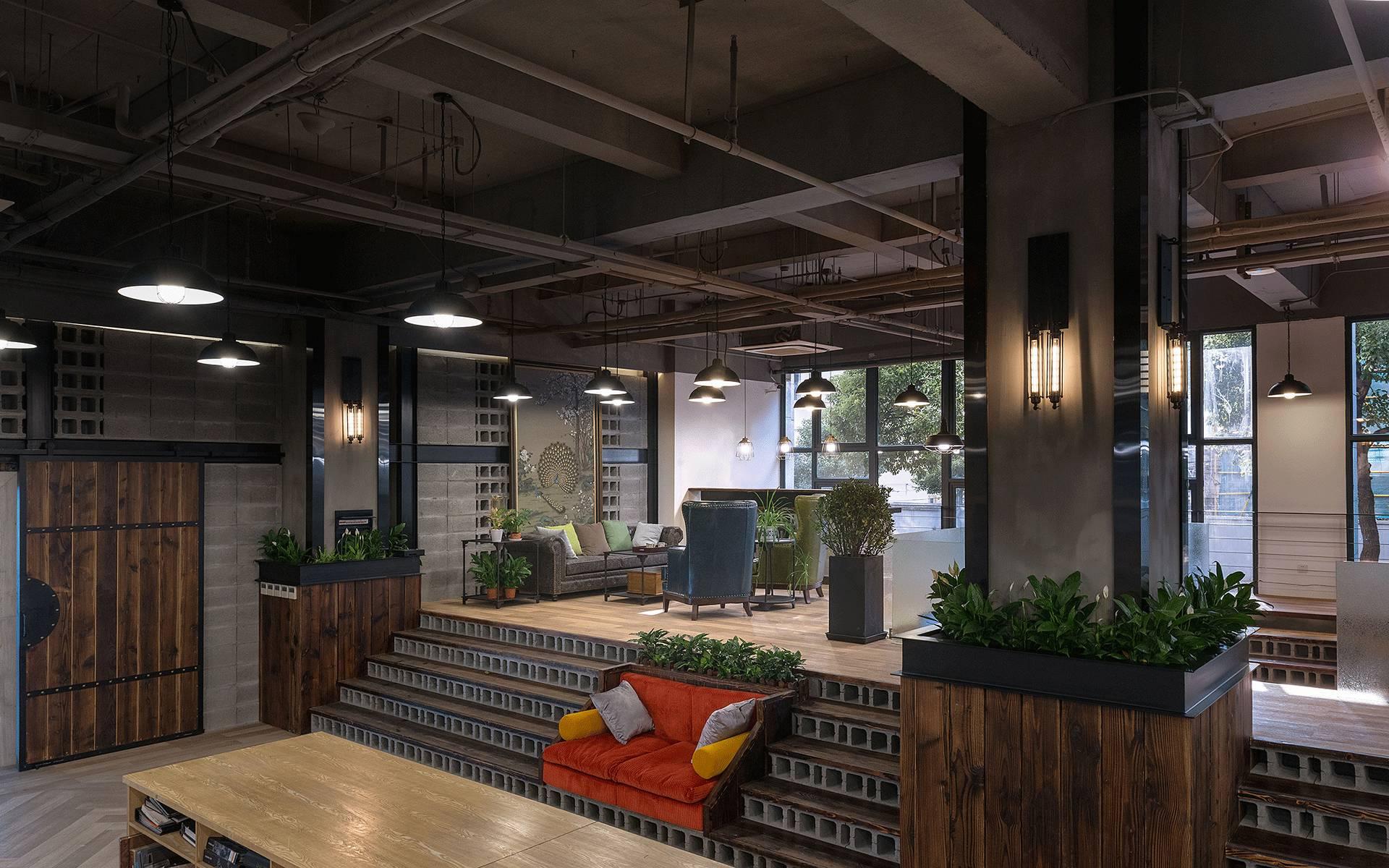一个灵动通透又粗犷质朴,硬朗又个性的工业loft办公图片