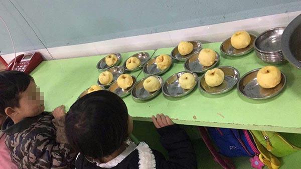 幼儿园被指拿发霉苹果当孩子点心 教育局调查(组图)