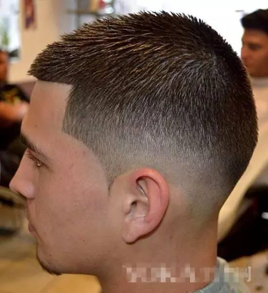 男生头发稀疏说明什么 头发稀疏吃什么 男生头发稀少的原因 头发稀疏适合什么发型 男生脑袋两边头发稀疏