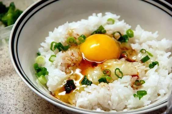 剩米饭1大碗图片