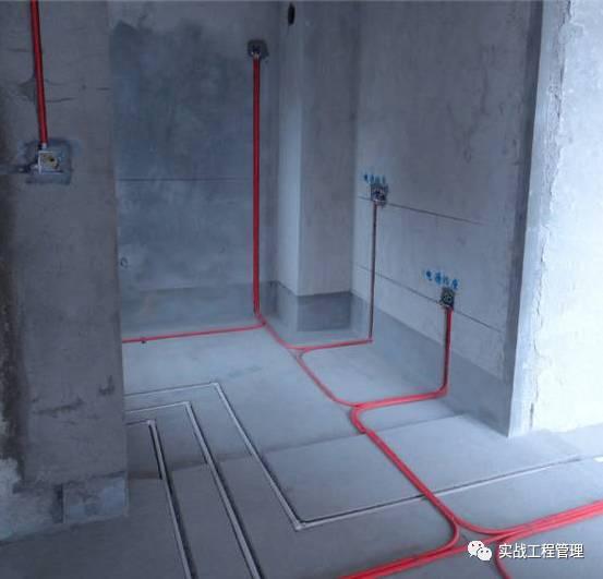 第一节 开工准备 1、 熟悉施工图,对电气平面布置图,配电系统图看懂看透。 2、 核对施工图与现场实际情况是否相符,发现问题及时提出,以利更改。 3、 到施工现场观察地形情况,对梁、柱、板、箭力墙如何绕道走线,做到心中有数。 4、 检查各种电工用具是否齐全及工具的状况。 5、 拟定施工进度计划,确定进场人员,应保质保量按时完工。 6、 检查进户线,不适宜的进户线应通知业主,采取相应的措施。 7、 作好材料预算:2.