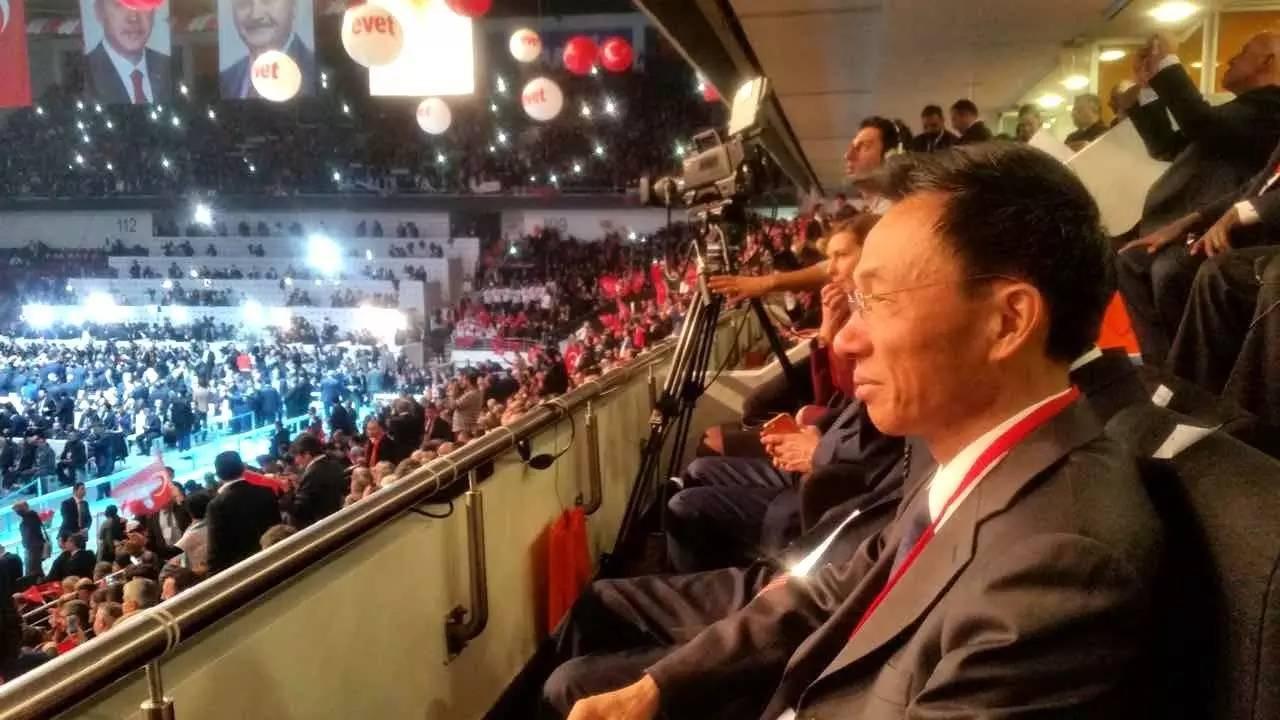 郁红阳大使出席土正发党总统制改革修宪公投动员大会
