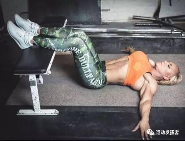 最柔性的肌肉女王,她解锁了男人想拥有的所有健身姿势