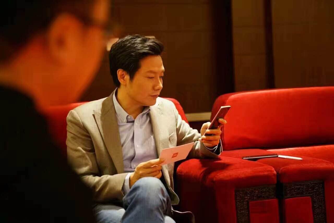 """专访雷军:做芯片为了手机 """"是时候亮下实力了""""的照片 - 1"""