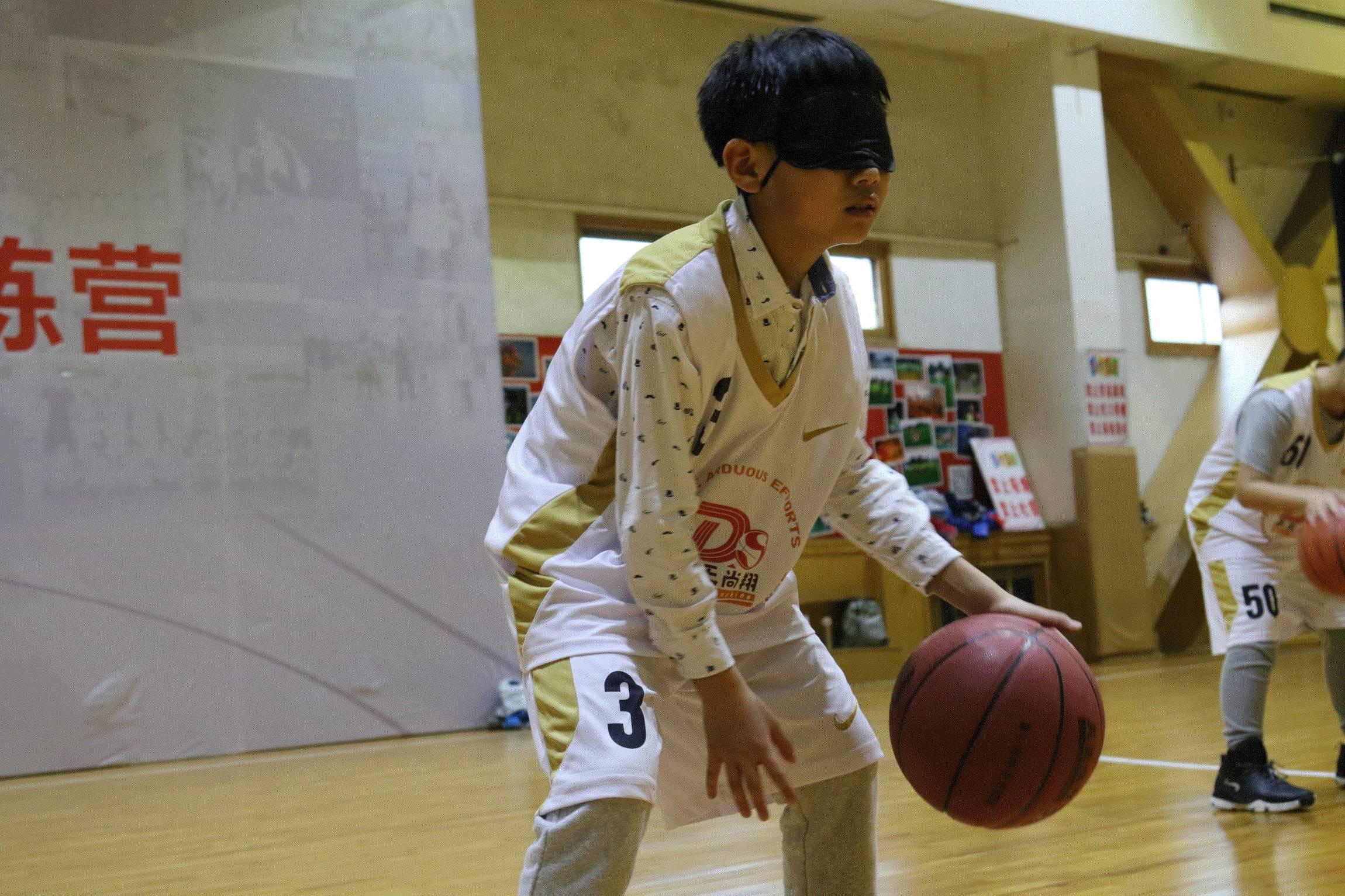 从小让孩子打篮球的好处