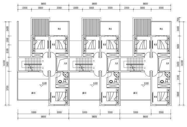 房产 正文  一层平面图:户型为坐南朝北,厅堂和老人房在南侧,车库图片