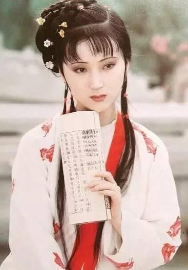 新版《红楼梦》里扮演林黛玉的蒋梦婕