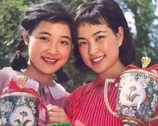 (小花《年仅》中,时电影19岁的陈冲与刘晓庆的合影)33md迅雷免费电影图片