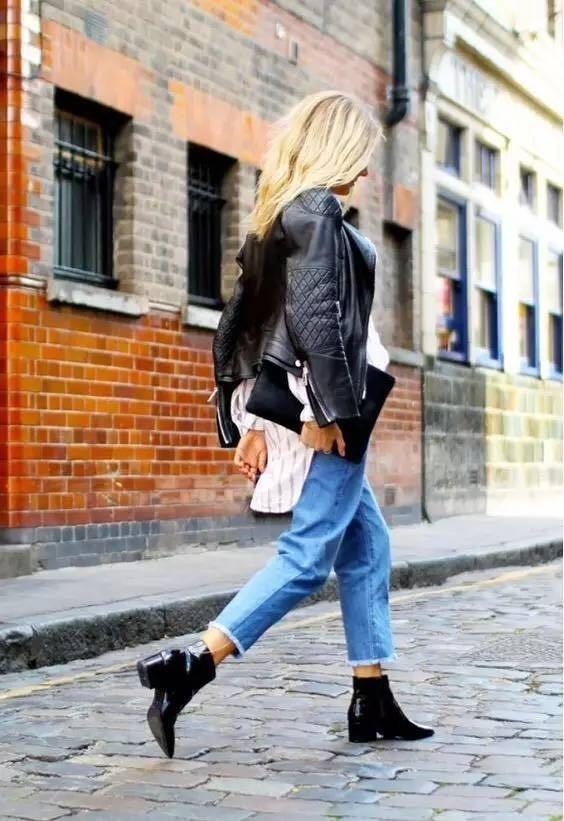 """大衣搭配宽松牛仔裤和切尔西靴,有点中性气质,又有点""""御""""."""