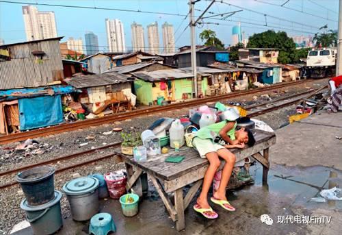 4大首富财产抵1亿贫民 印尼财富严重不均