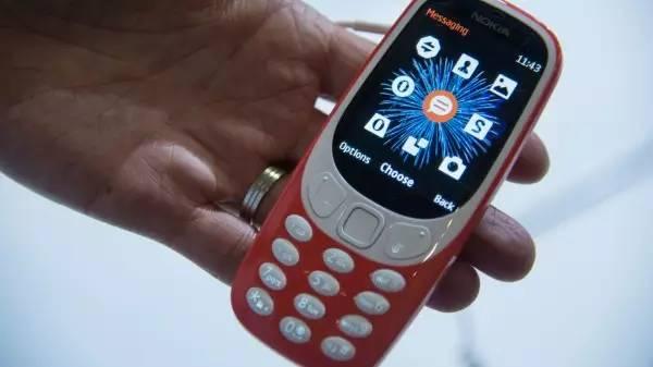 手机界刮起复古风,你还记得你的第一部手机么?
