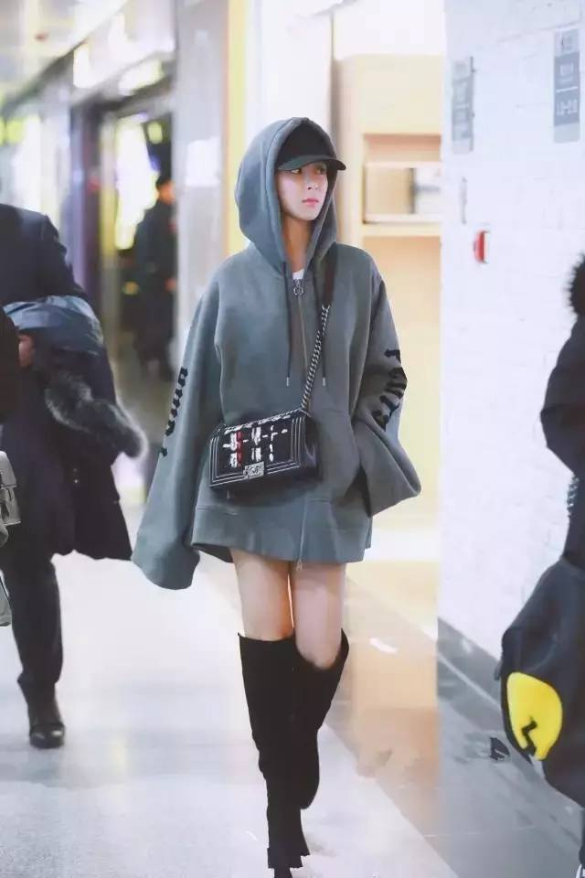 祝我们黑洞冬雨早日摆脱时尚天下,步周教程姐姐,在小雪周穿出一片时装cyotekwebcopy后尘图片