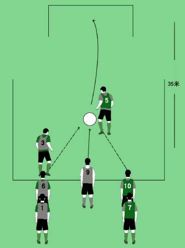 【组图】专栏   校园足球游戏:冲刺抢球射门,泰