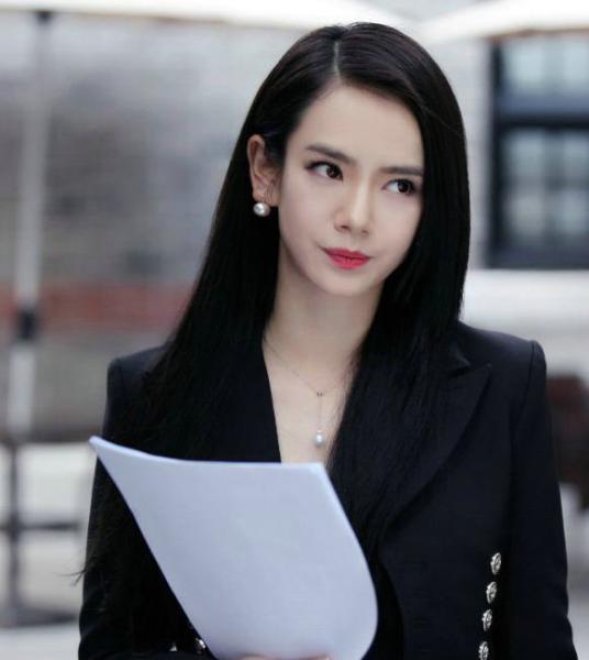 杨幂刘亦菲赵丽颖迪丽热巴谢娜 女星长直发很清纯(组图)图片