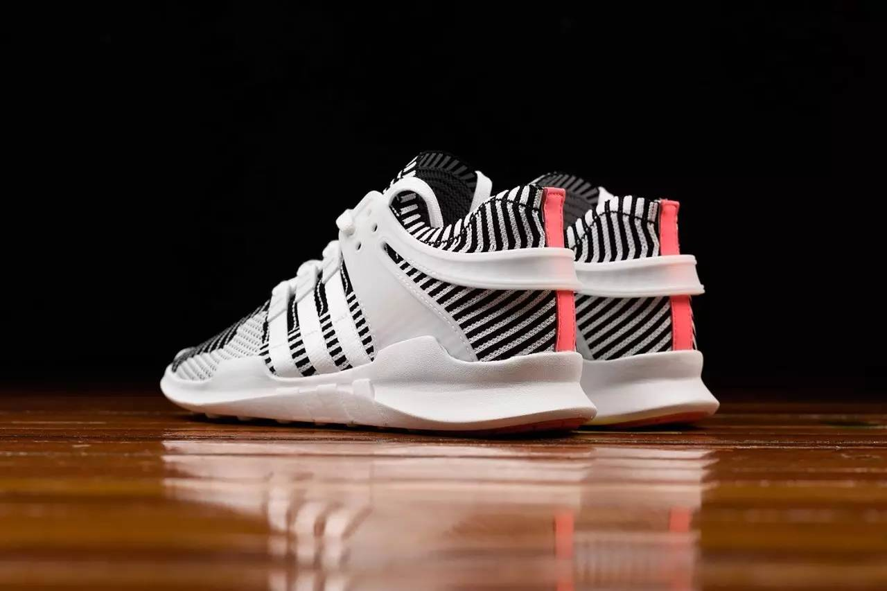 球鞋信息 KAWS x AJ4预售价到8k,还是赶不上一双白斑马啊 搜狐