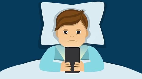 上伤大脑下伤蛋蛋?关于玩手机伤身的3假2真图片