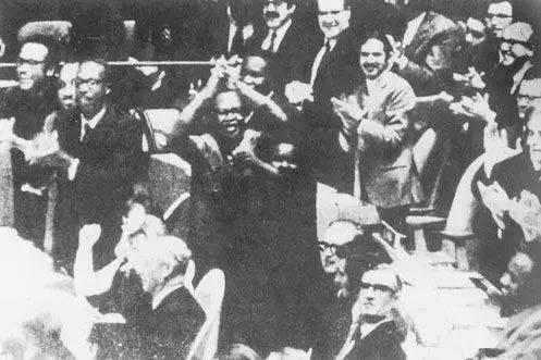 高中历史图片素材 1971年10月25日,第26届联大恢复中华人民共和国在联合国的合法席位