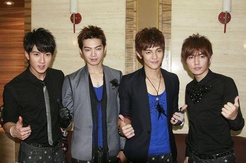飞轮海是台湾的男子流行演唱组合,由吴尊,辰亦儒,汪东城,炎亚纶组成图片