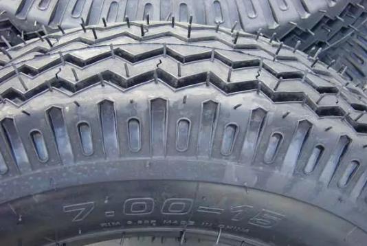 好奇!汽车轮胎花纹有什么说道。