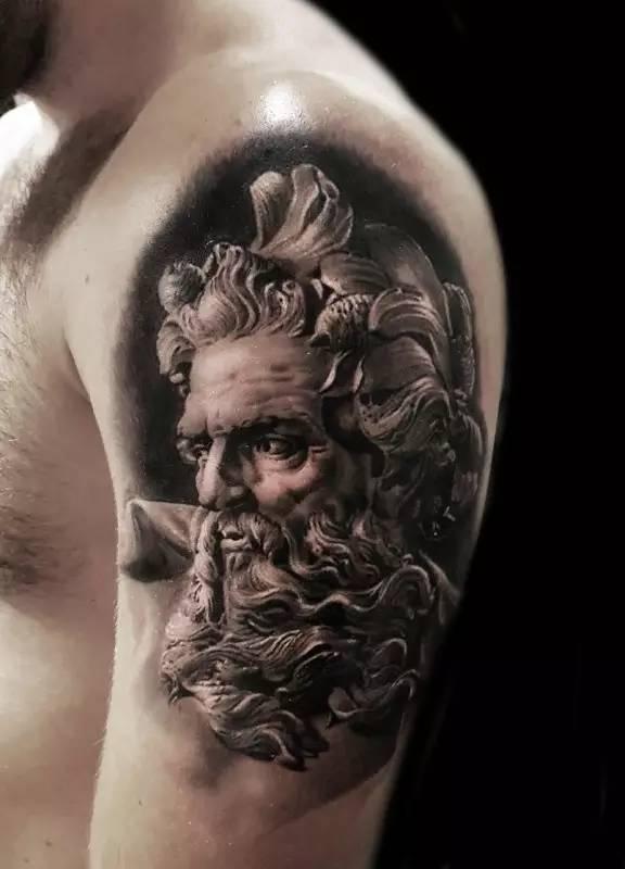 当然,纹身文化发展到现在,就开始与摇滚,嘻哈等文化融合起来,成了