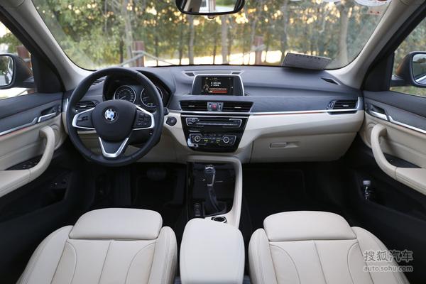 华晨宝马X1 xDrive25Le的内饰同样保持了燃油版车型的设计