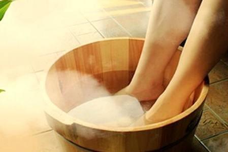 泡脚水里丢一点点,体内湿气就排得一干二净,肚子平了,腰也细了