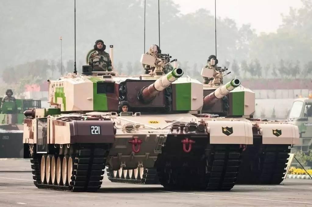 从2014年起,韩国陆军的3个战斗 这批女学员在2017年毕业,并能在