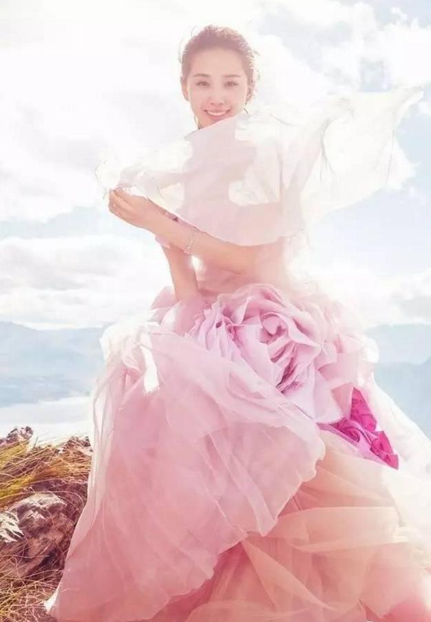 陈紫函刘诗诗都穿彩纱拍婚纱照,彩纱怎么拍才美?