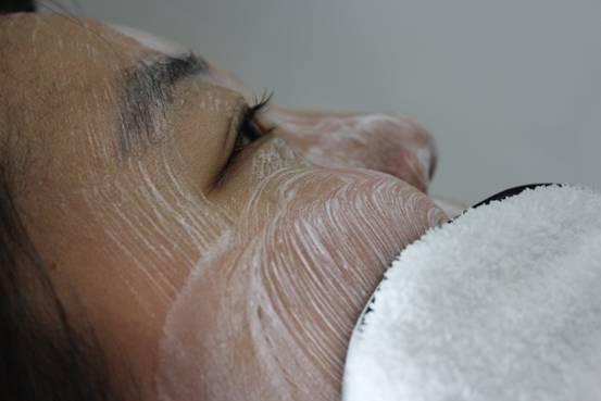 额头上长痘痘是什么原因,早上不止清水简单洗脸