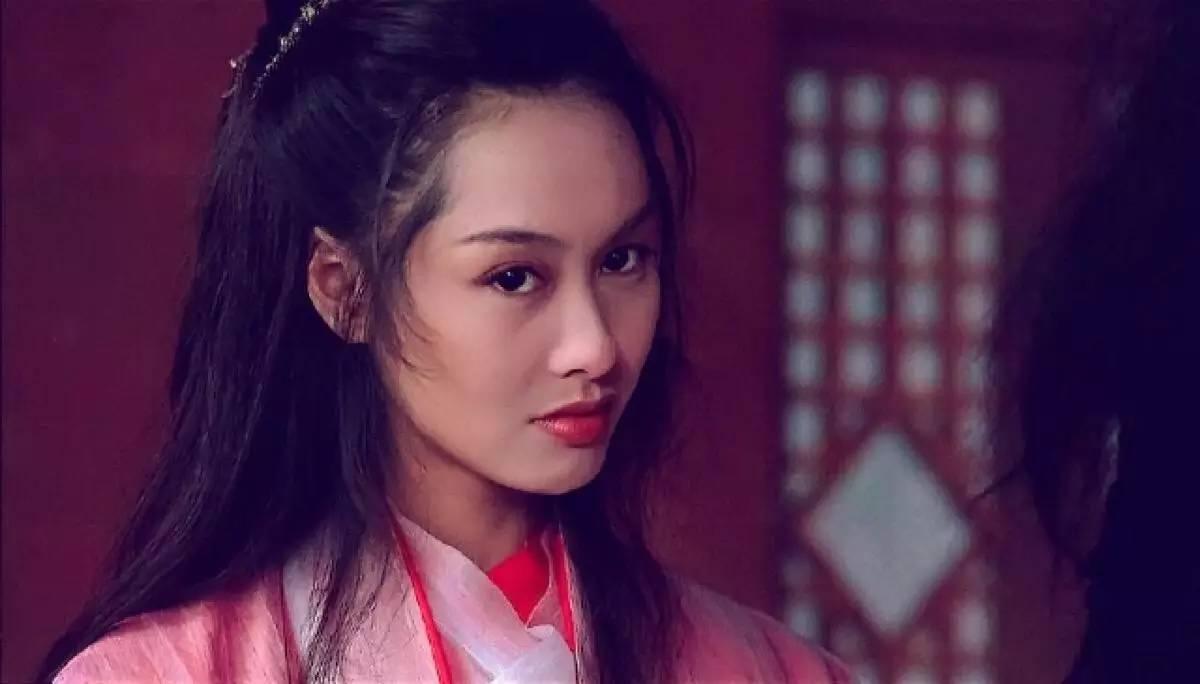有网友甚至做了平行时空交叉相遇的视频,足以见朱茵所饰演的紫霞仙子图片