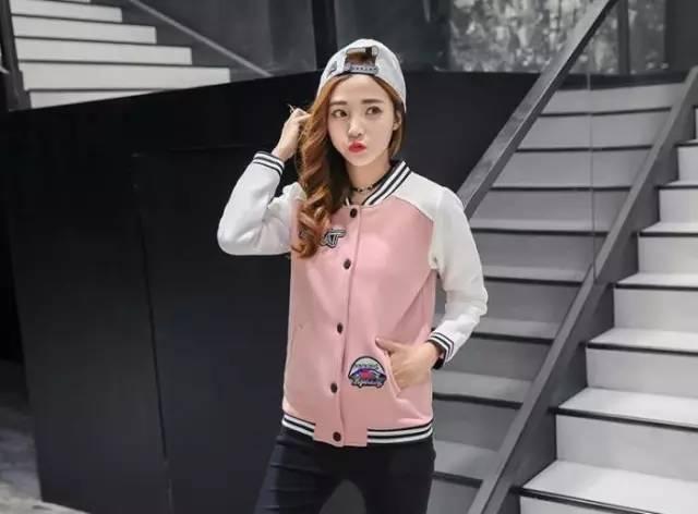 棒球衣怎么搭配最时尚,时尚女孩们就要这样穿,必学!