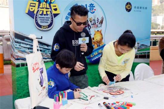 香港马会办嘉年华与雪特兰马和球星舒米高欢复活节