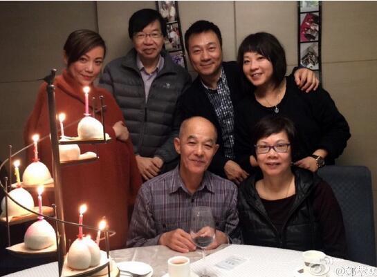 51岁邓萃雯近照,肤白貌美,获网友大赞