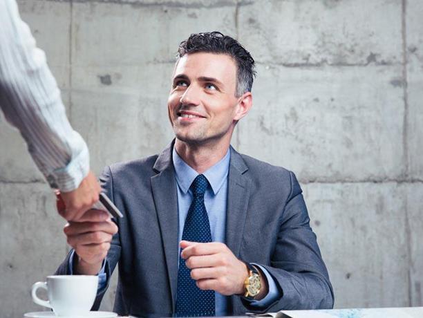 把客户当成朋友来服务,会让你赚得更多!