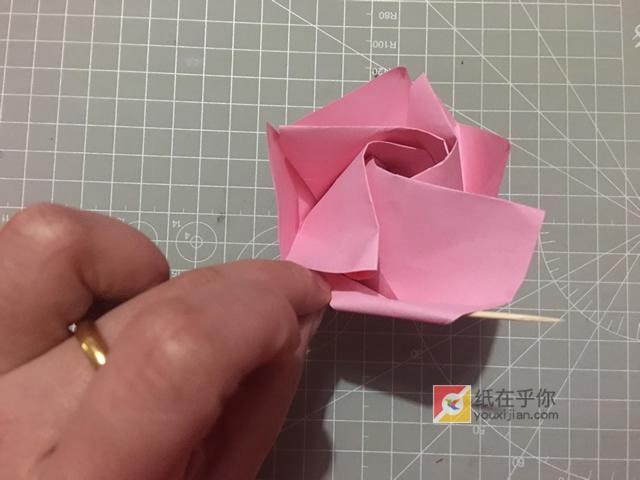 纸在乎你 手工折纸 绽放的玫瑰花折纸视频图解教程图片