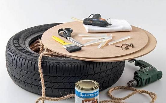 一男子路上捡到旧轮胎,带回家一看震惊了