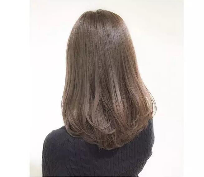 女士中长发内扣发型图片