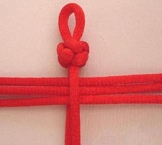 红绳手链 一款经典的红绳手链的编法图解