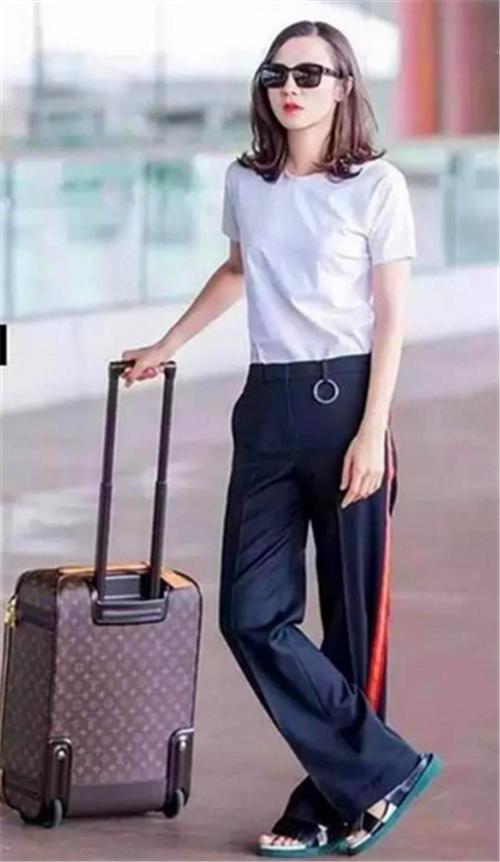 校服装,赵丽颖最帅唐嫣炫酷,周冬雨穿成两米