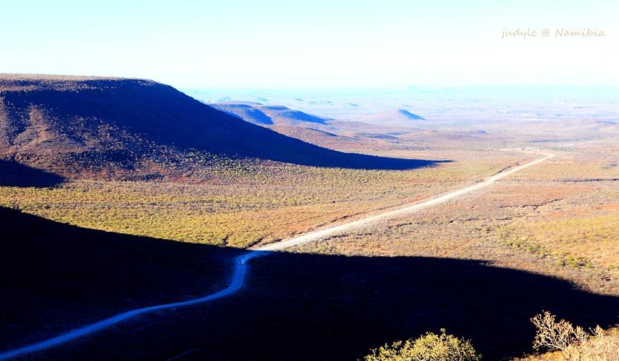 纳米比亚人口_阅读图文材料,完成下列要求 纳米比亚地处南非高原西侧,地广人
